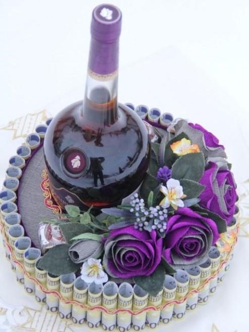 Ảnh hoa và tiền mừng sinh nhật màu tím kèm rựu