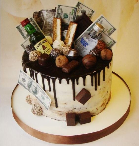 Hình ảnh bánh sinh nhật bằng tiền được trang trí mới lạ