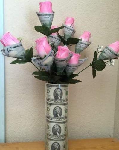 Hình ảnh tiền chúc mừng sinh nhật kèm hoa hồng