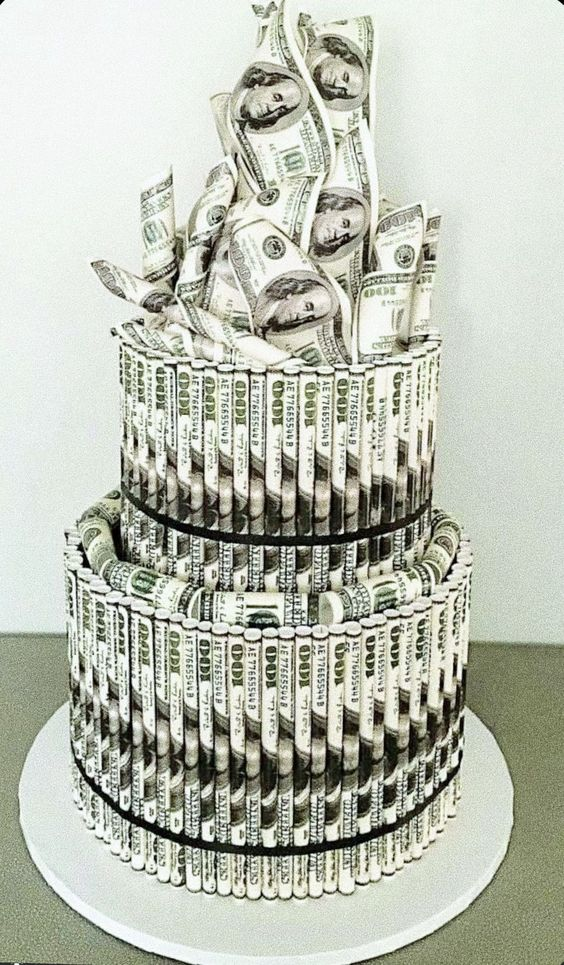 Hình ảnh tiền sinh nhật xếp thành bánh kem độc