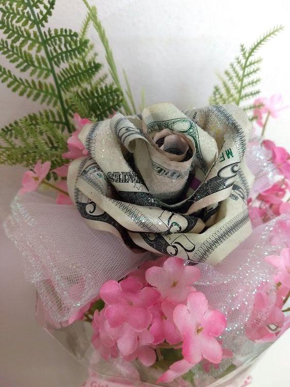 Tiền và hoa sinh nhật độc dành cho bạn bè trên facebook